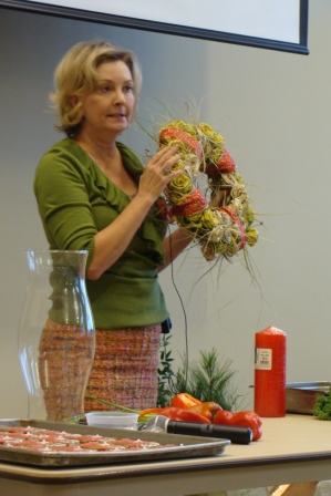 "Deborah Hamby shows how to make a ""centerpiece for dummies""."