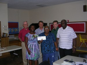 Linda D. Gadson accepts the grant check from Tumiko Rucker along with Board members ( L to R) Michael Todd, Robert Vingi, Andy Sarosy and Bill Jenkins. Tumiko Rucker also serves on the Mission's Board of Directors.